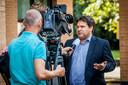 Eric Hubers, voorzitter LTO Nederland, staat de pers te woord.