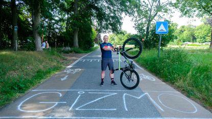 1.000 kilometer fietsen in 3 dagen, dat is 100 keer voorbij hetzelfde huis passeren
