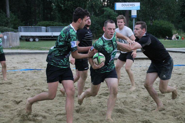 Rugbyclub BrigandZe is al begonnen met trainen voor de wedstrijden op het zand.