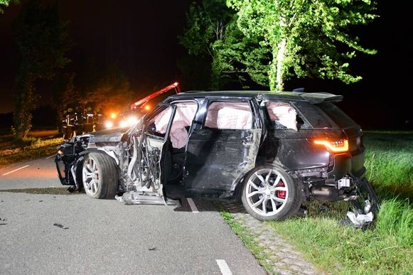 De verhakkelde Range Rover op de Hogeweg tussen Sluis en Aardenburg.