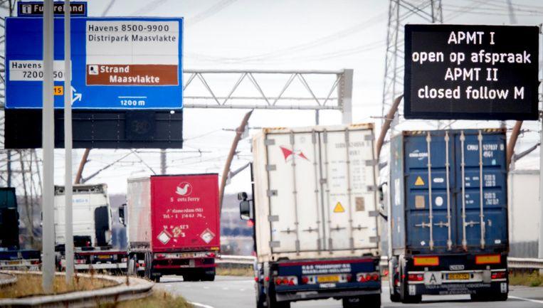 Vrachtverkeer bij de Rotterdamse haven. Beeld anp