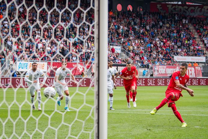 Aitor Cantalapiedra schoot na 21 minuten raak vanaf de stip: 1-0. In de slotseconden maakte hij, wederom vanaf elf meter, ook de 3-0.