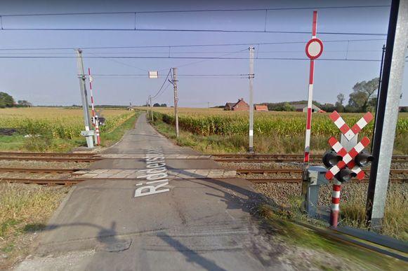 De spoorwegovergang in de Ridderstraat wordt op termijn mogelijk afgesloten door Infrabel, maar dat is niet naar de zin van de buurt