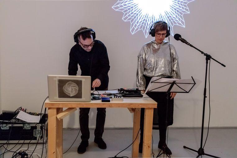 Werk Delphine Bedel i.s.m. Luke Nyman, Studio A-Z (Alex Roidl & Zalán Szakács). Nieuwe Vide, Haarlem. Beeld Bogdan Bordeianu
