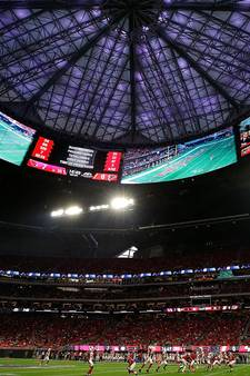 Atlanta Falcons opent spectaculair stadion
