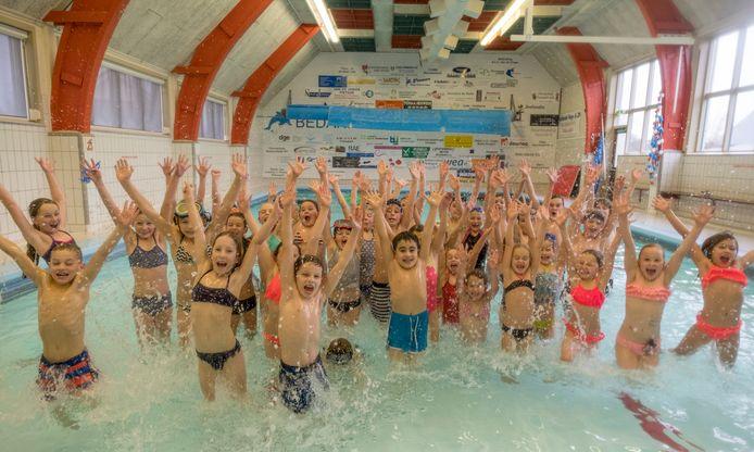 Zwemmers in de Dol-fijn.