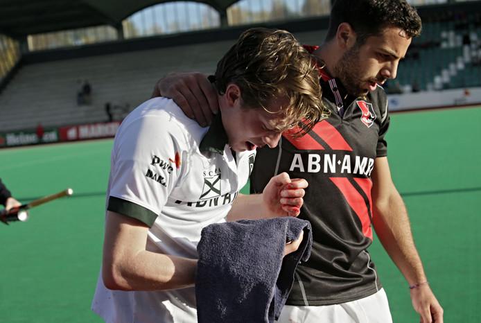 Een afschrikwekkend voorbeeld: tophockeyer Seve van Ass (Rotterdam) kreeg in 2013 tijdens een onschuldig duel met Valentin Verga (Amsterdam) een stick in zijn gezicht en raakte daarbij zeven tanden kwijt en brak zijn kaak. Hij droeg geen mondbescherming.