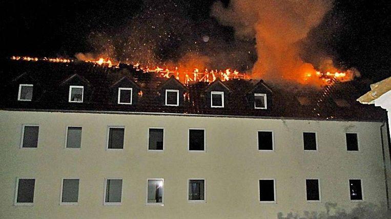 Politiefoto van de brand, in 2015, in het gebouw in Tröglitz waar veertig vluchtelingen zouden worden opgevangen. Beeld
