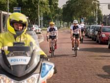 Bredase politieagenten maken vuist tegen kanker met fietstocht naar Alpe d'huez