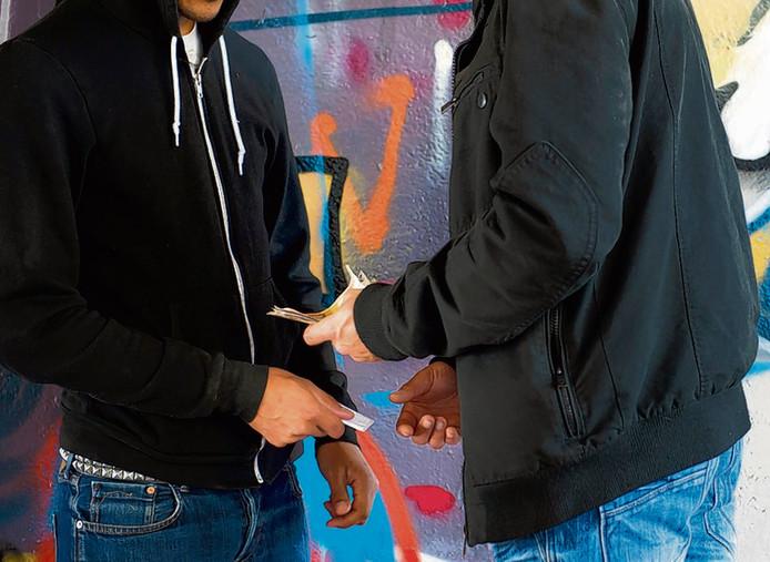 Drugs: in Doesburg experimenteren basisschoolleerlingen er al mee. En het is op zo'n beetje elke straathoek verkrijgbaar. Ter illustratie.