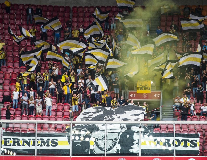 Het spandoek van de Arnhemse aanhang bij Ajax-Vitesse. Foto Vitesse