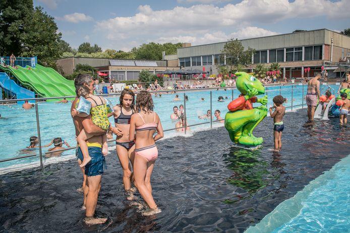 Het openluchtzwembad is dit weekend het decor van het Pop-up Cable-evenement.