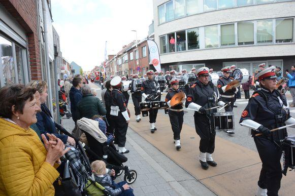 Het paradekorps Elf Fuerte uit Koksijde won twee jaar geleden nog een gouden medaille op het Wereld Muziek Concours en kon ook in Beveren op heel wat belangstelling rekenen.