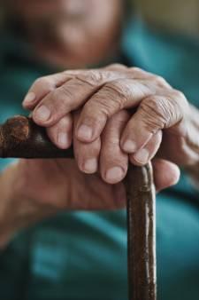 Les personnes âgées négligent les soins dentaires