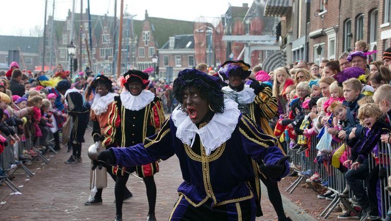 Zwarte Pieten tijdens de Sinterklaasintocht vorig jaar. Beeld AP