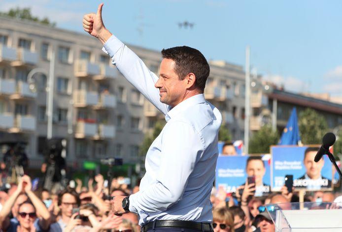 De centristische burgemeester van Warschau Rafal Trzaskowski is Duda's grootste rivaal.