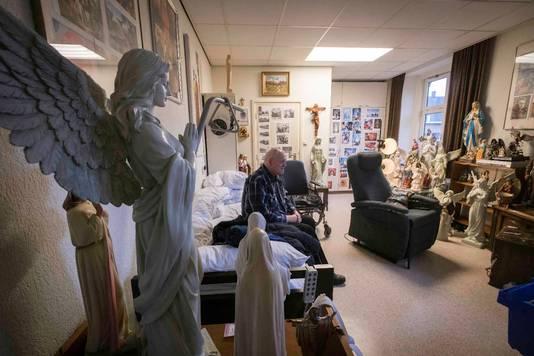 Pastoor Herman Peters op zijn laatste dag in zijn oude kamer in Berchmanianum.