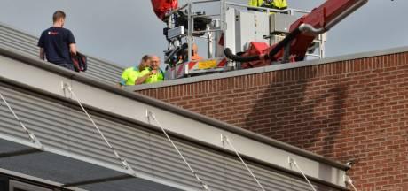 Bouwvakker raakt gewond aan been tijdens werkzaamheden op dak van Bredaas winkelcentrum