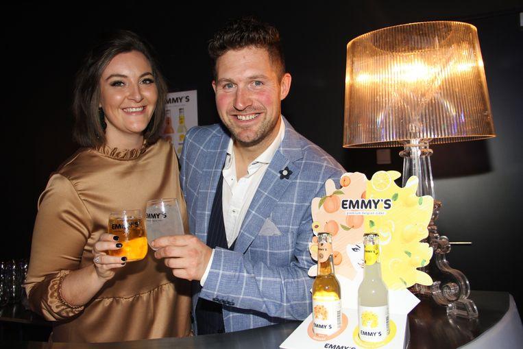 Yuri Demeyer en zijn vriendin Lisa Declerck stellen Emmy's voor