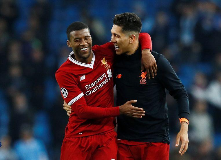 Georginio Wijnaldum (L) en Roberto Firmino van Liverpool vieren de winst op Manchester City. Beeld Reuters
