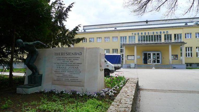 De feiten gebeurden in het zwembad Theresienbad in Wenen.