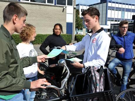 Scholieren moeten nadenken over gevaren van appen op de fiets: 'Wat een onzin'