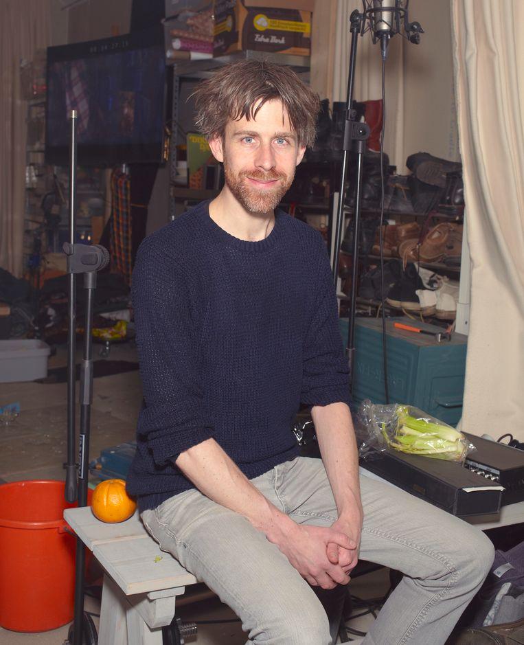Foley artist / sound-designer Ronnie van der Veer in zijn studio in Haarlem op donderdag 10 mei 2018. Beeld Daniel Cohen