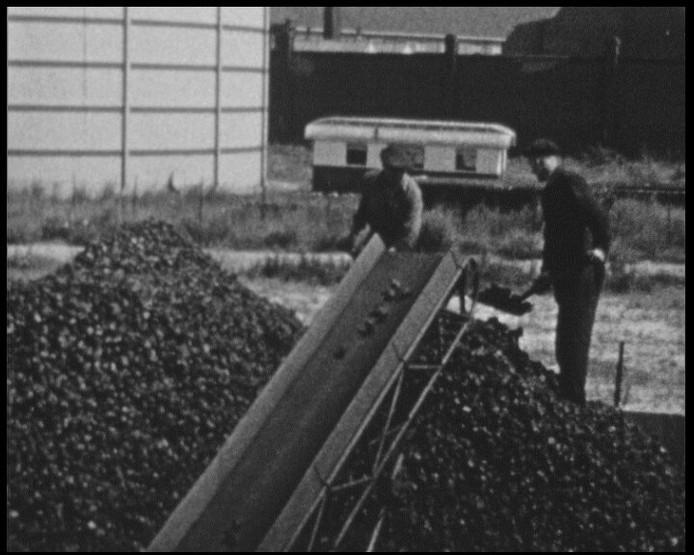 Kolen belandden via een transportband bovenop de berg.