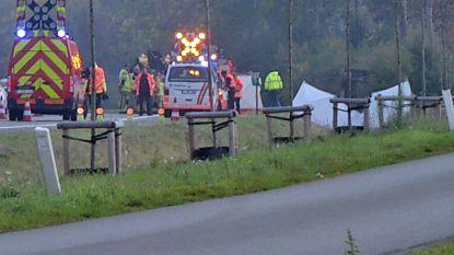 Auto belandt in gracht naast E34 in Wachtebeke: bestuurder overleden