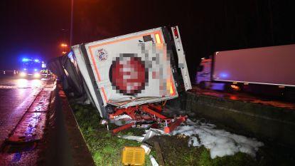 Vrachtwagen knalt door middenberm en vat vuur in Haasrode