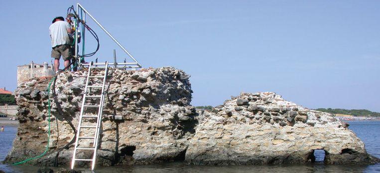 Monsters van deze oude Romeinse pier in het Italiaanse Orbetello werden met röntgenstralen onderzocht in een laboratorium in Berkeley. Beeld J.P. Oleson