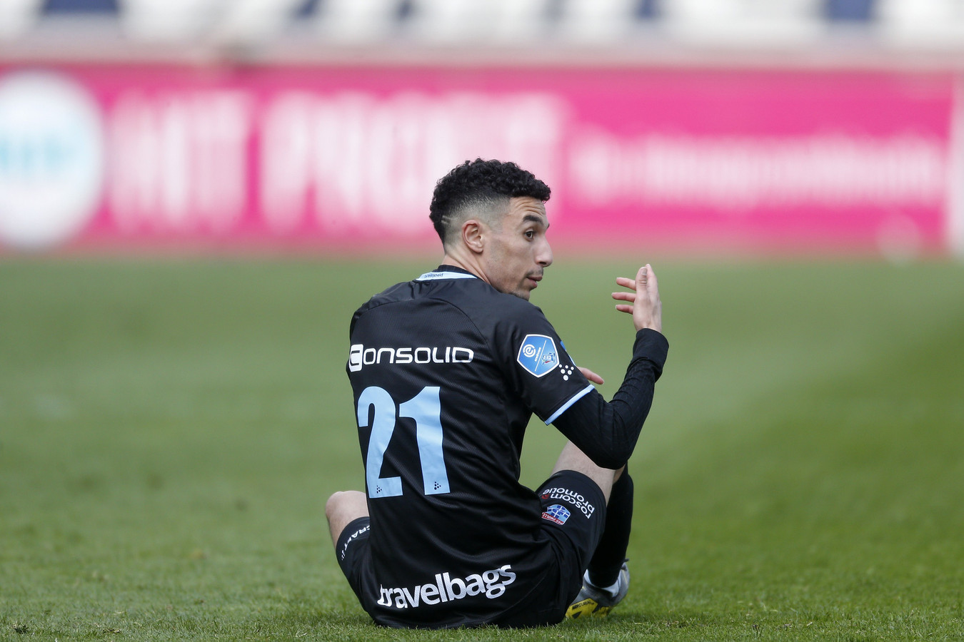 Pijnlijke middag voor PEC Zwolle in Tilburg, waar het eerst smaakmaker Namli ziet uitvallen, vervolgens op een 1-0 achterstand komt en voor rust ook Thomas Lam nog geblesseerd ziet afhaken.