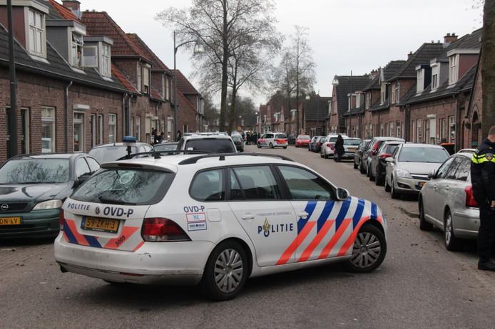 Veel politie in de Rietstraat in Almelo