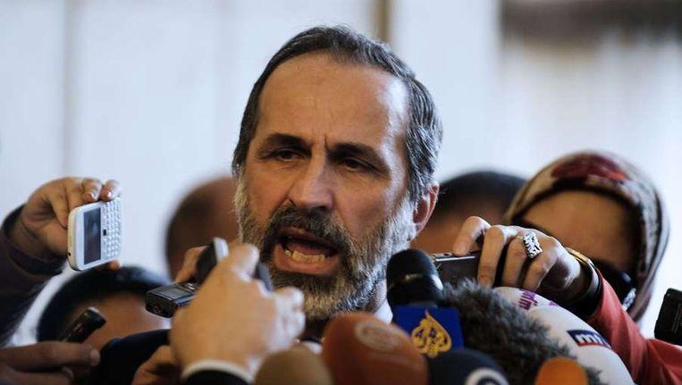 Moaz al-Khatib maandag in gesprek met de media. Beeld afp
