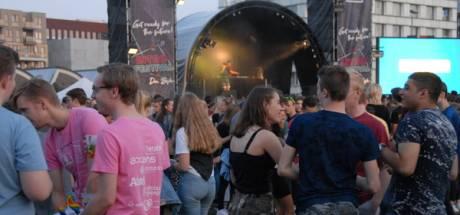 Van podium naar podium zonder één stap te zetten bij INTRO Festival @Home voor studenten in Den Bosch