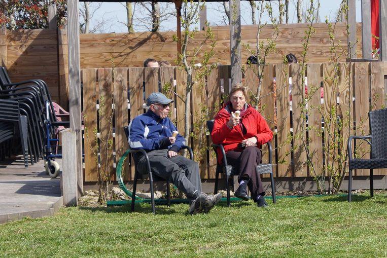 Eric en Marleen verdienen na een lentefietstochtje een lekkere verfrissing