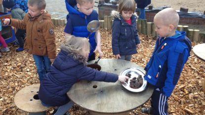Leerlingen De Beuk verkennen zelfgepimpte speelplaats