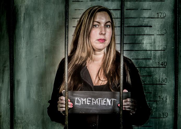 De Almelose Lisa de Vries Sousa Aniceto is samen met stadgenote Verona Hendriksen een fotocampagne begonnen om duidelijk te maken dat zij Lyme als een straf ervaren. Hun relaas staat op de Facebookpagina lymedatblijftplakken.