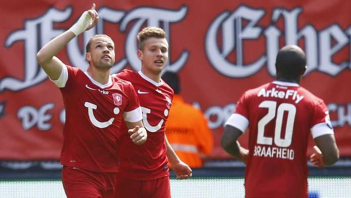 Castaignos heeft FC Twente op 2-0 gezet.