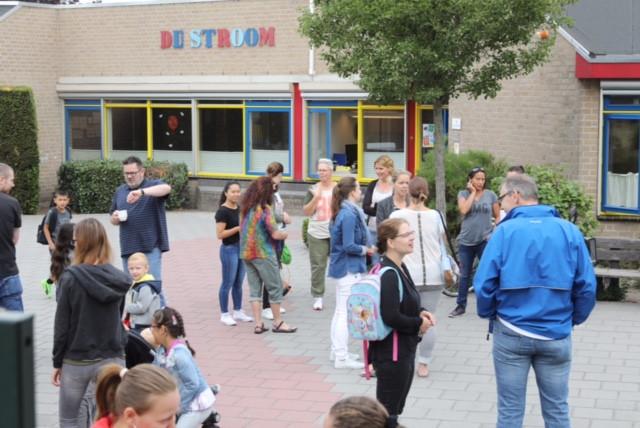 Staking op basisscholen in de regio.