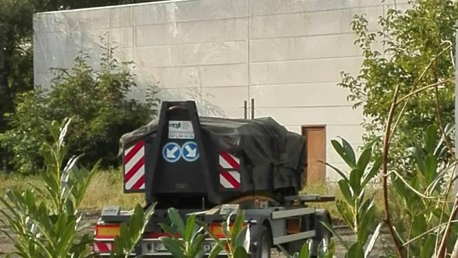 """Bewoners Hoge Heerweg vragen verscherpte aandacht voor afvalverwerkend bedrijf: """"Grote kans dat er asbest wordt opgeslagen"""""""