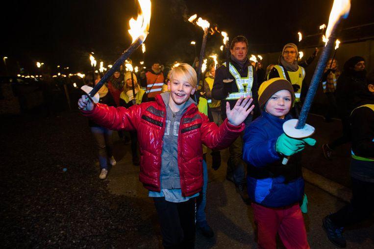 Samen met hun ouders stapten honderden kinderen enthousiast door de straten van Wauberg.