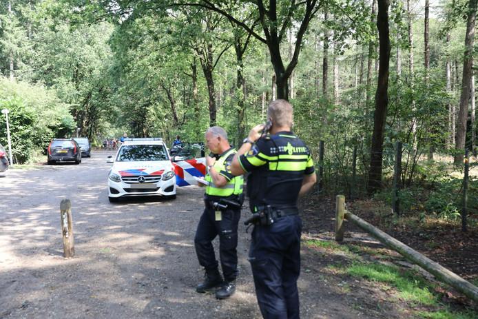 Politie is op zoek naar de verdachten in Het Paardenbos bij Paleis Soestdijk.