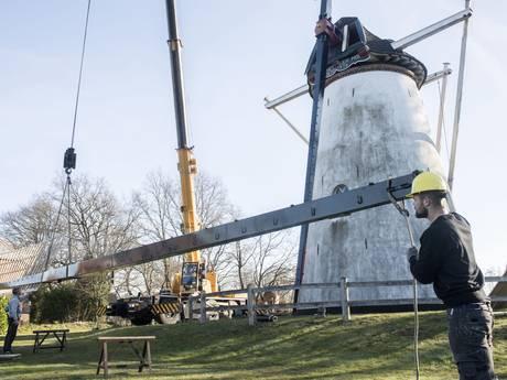 Molen van Saasveld is met wiekenkruis weer compleet