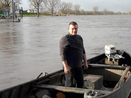 Palingvisser uit Lith trok op drift geraakte pont naar de kant: 'Niks doen is geen optie'