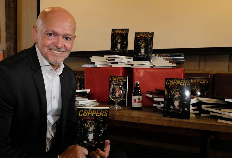 Toni Coppers stelt zijn nieuwe boek 'De Erfenis' voor.