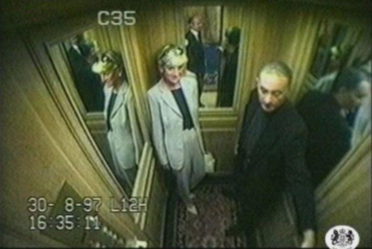 Prinses Diana voor het ongeluk in de lift met haar chaufeur Henri Paul