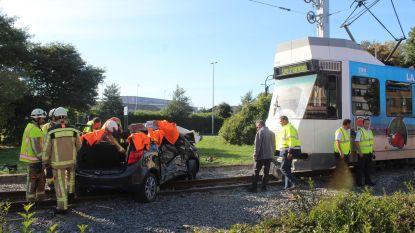 Passagier in levensgevaar na aanrijding met tram
