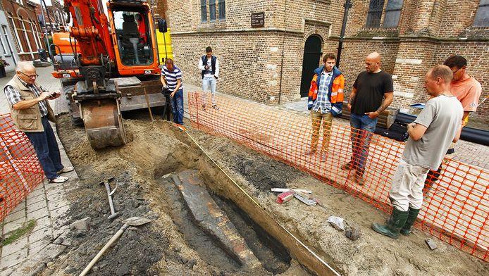 Onderzoek naar de mythe van een ondergronds gangenstelsel in Strijen.