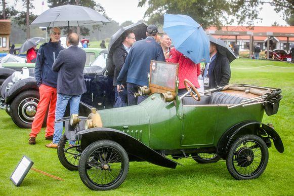 Ondanks het regenweer had deze Peugeot bébé veel bekijks.